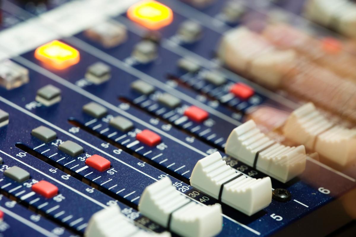 Script para añadir radios online en Rhythmbox